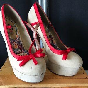Size 9 never worn outside 👠 heels